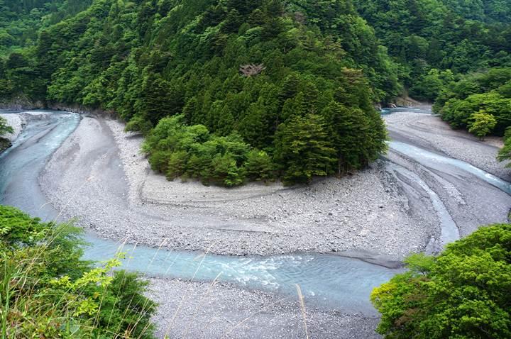 12 自然のままの川.JPG
